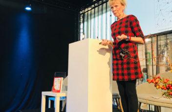 Marijke van Vuure tijdens haar lezing in Antwerpen